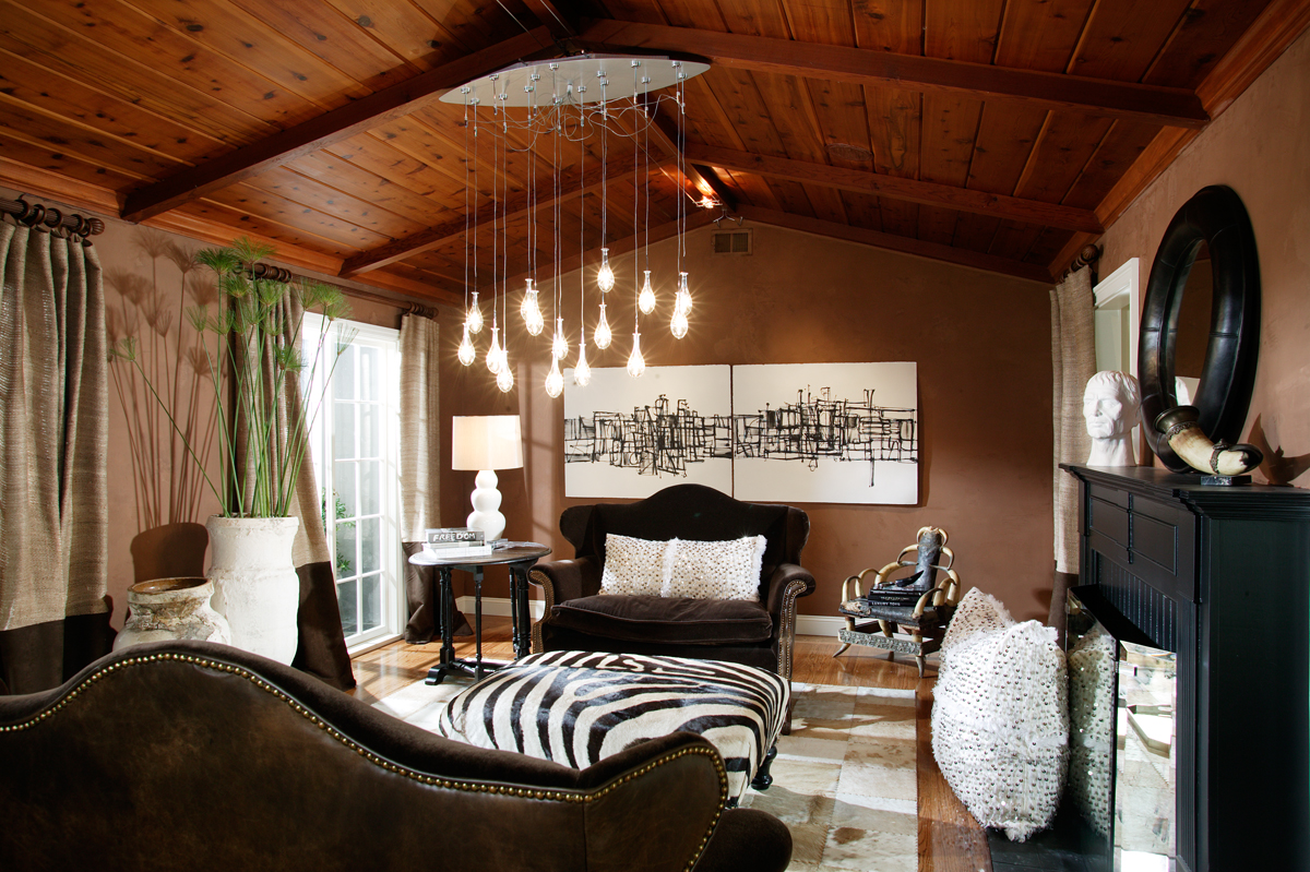 Crisis Living room01
